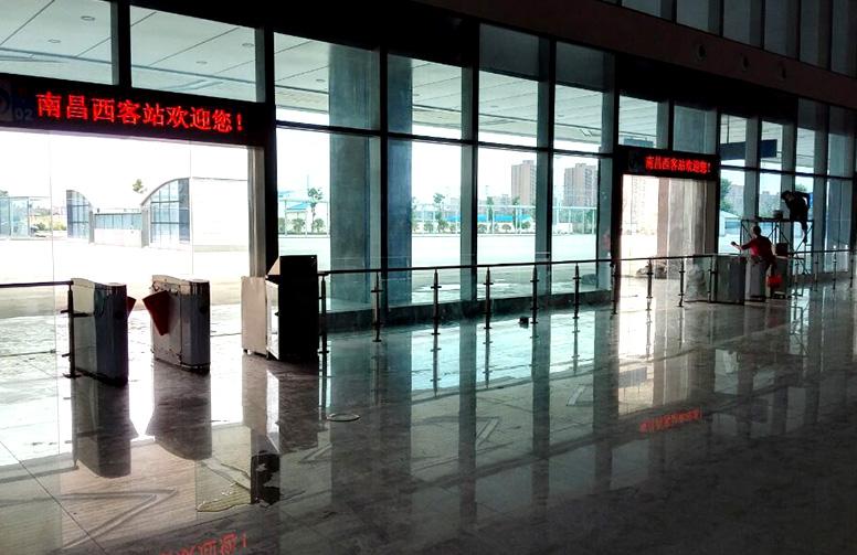 南昌市长途汽车西站F3.75单色LED显示屏